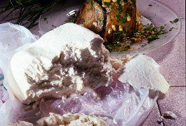 פשטידת חצילים וגבינה בולגרית