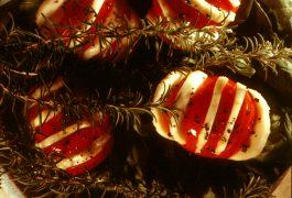 סלט עגבניות ומוצרלה בתנור