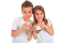 שאלה: האם חלב פרה מתאים לתינוקת בת חצי שנה ?